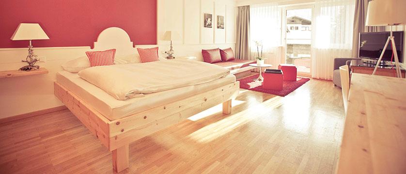 Q Hotel Maria Theresia, Kitzbühel, Austria - junior suite.jpg